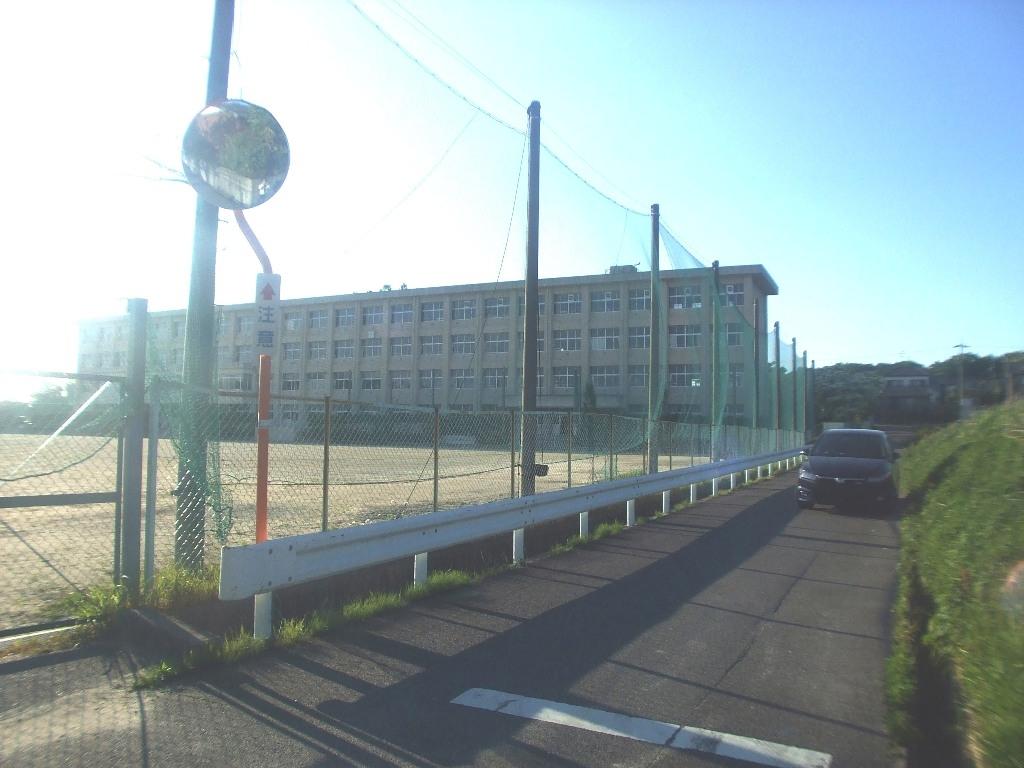 東郷町立春木中学校