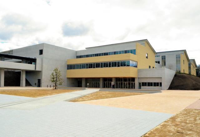 瀬戸市立にじの丘中学校