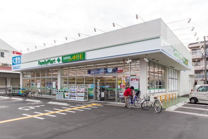 ファミリーマート ドラッグエース鶴ケ岡店