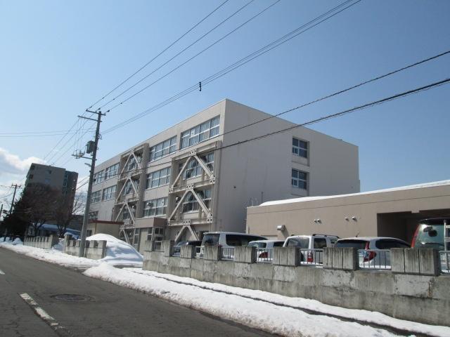 真駒内中学校