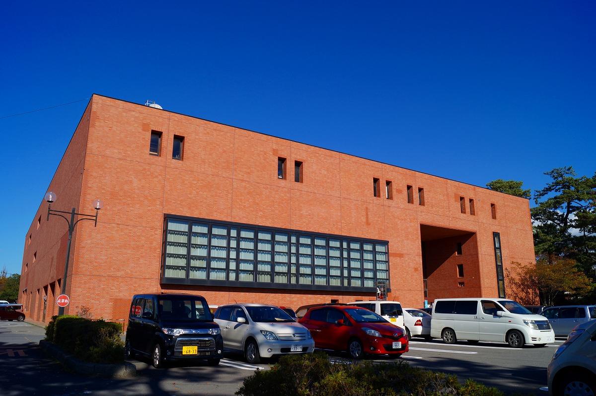 酒田市立中央図書館