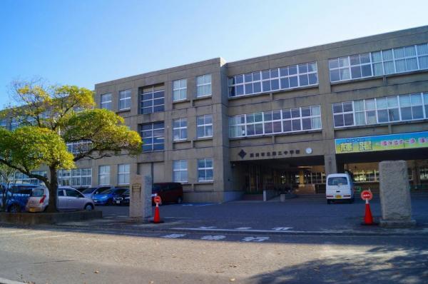酒田市立第三小学校。