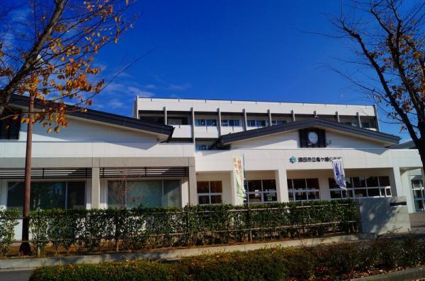 酒田市立亀ヶ崎小学校。