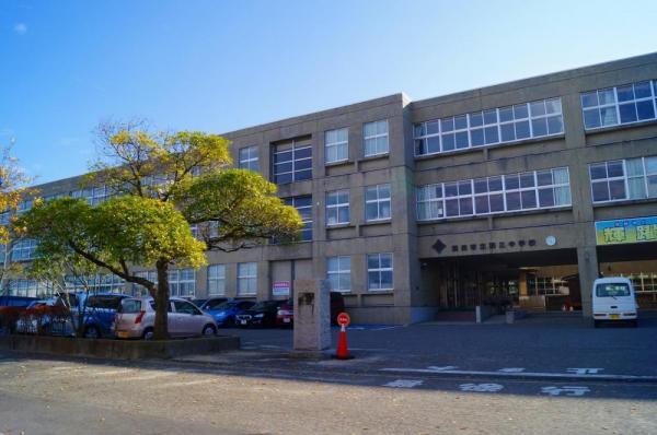 酒田市立第三中学校。